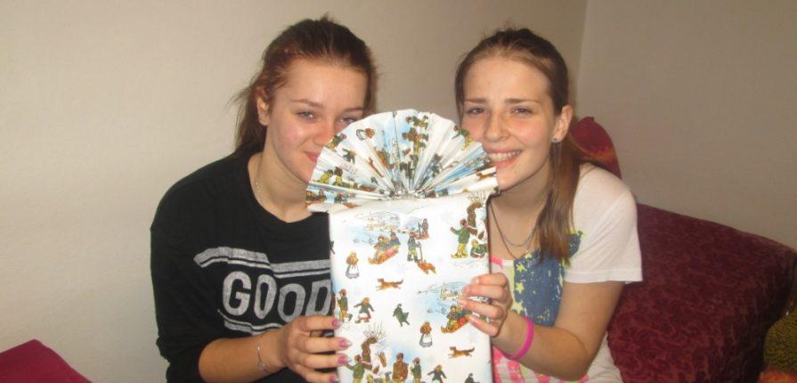 Balení vánočních dárečků