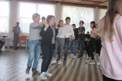 Školní jídelna - tanec a soutěže